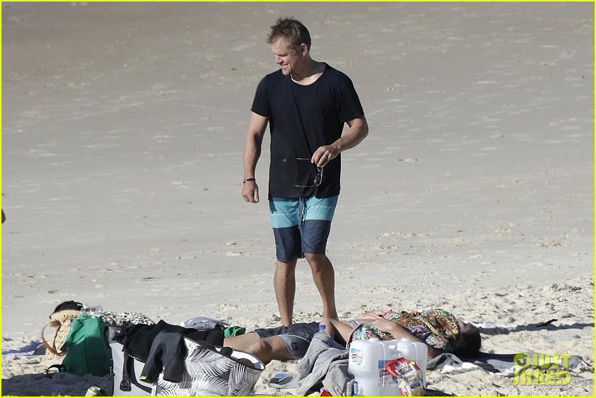 Chris Hemsworth & Matt Damon Go Shirtless at the Beach ...