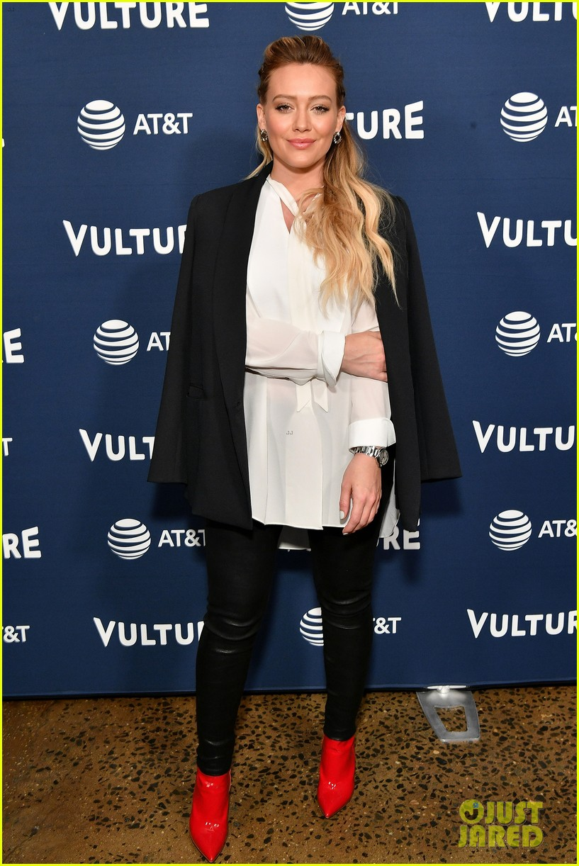 hilary duff maggie gyllenhaal juliana marguiles stop by vulture 014087193