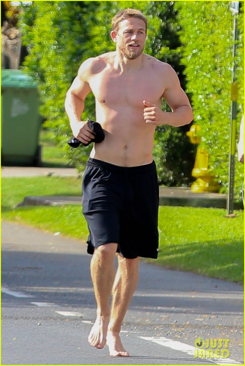 charlie hunnam garrett hedlund shirtless run 044081858