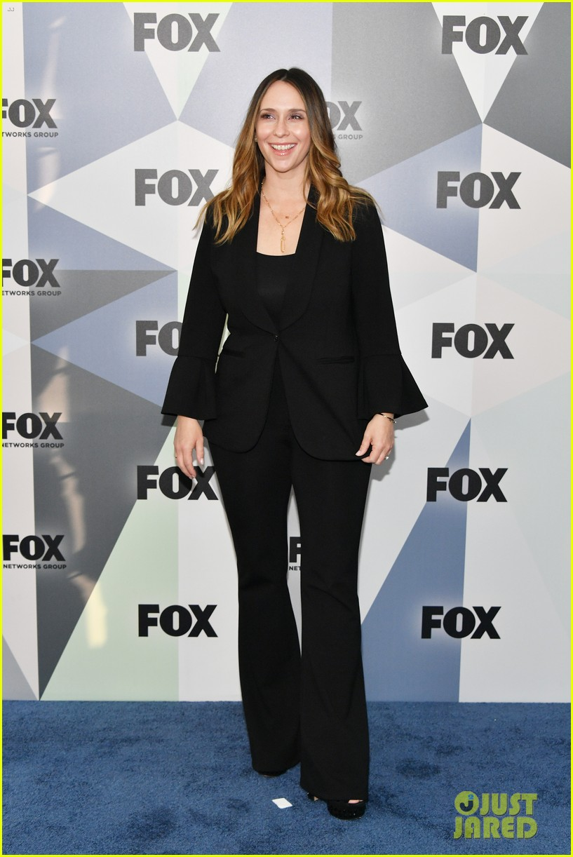 jennifer love hewitt 9 1 1 cast fox upfronts 094082710