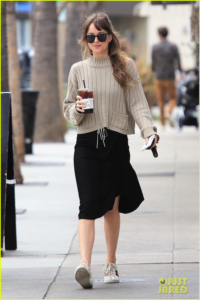 dakota johnson keeps it comfy and chic in beige sweater for coffee run 014085991