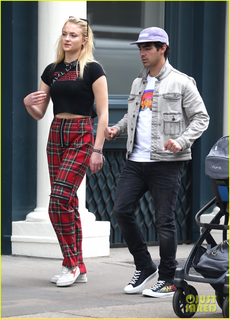 joe jonas and sophie turner step out in style in nyc 014076919