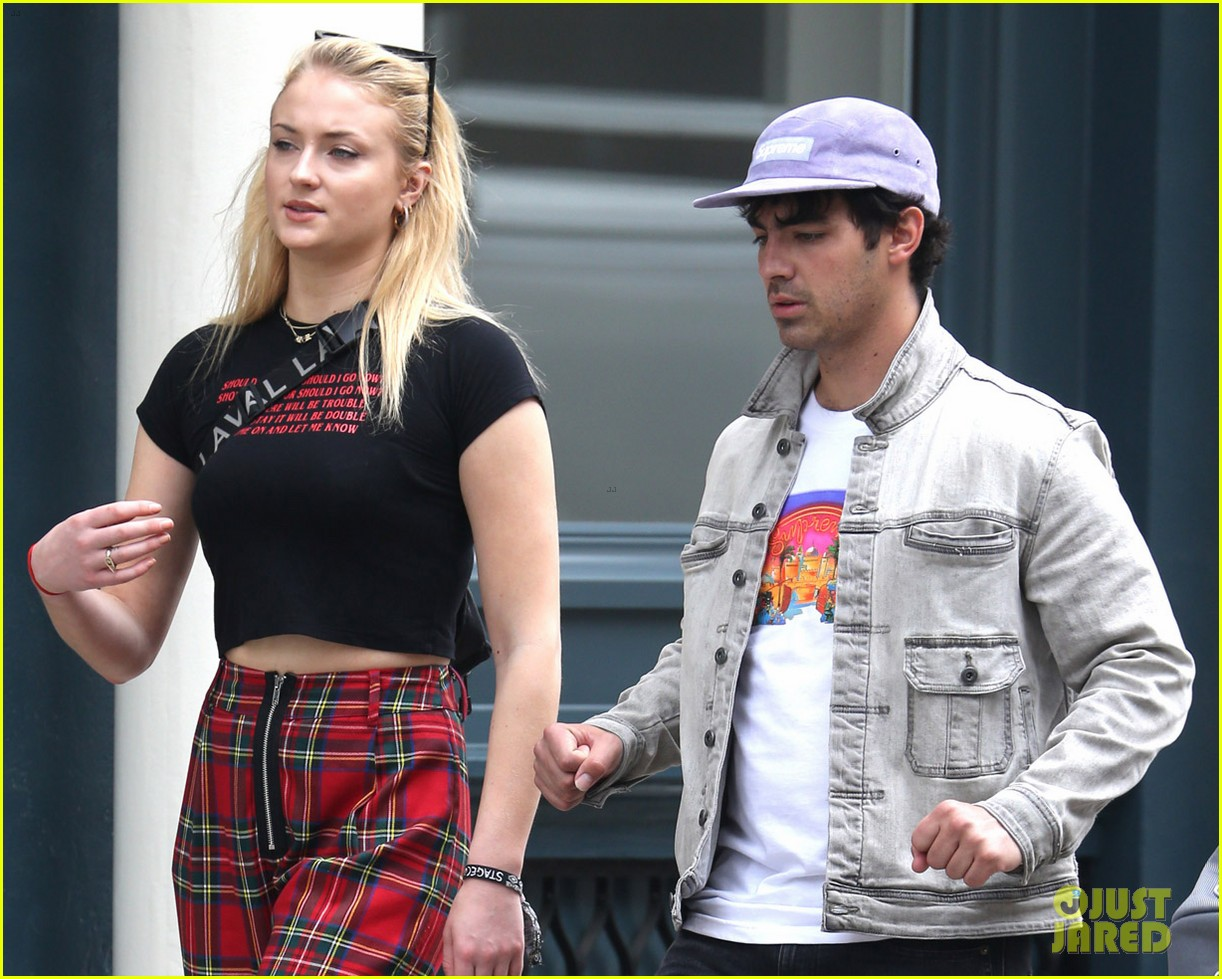 joe jonas and sophie turner step out in style in nyc 034076921