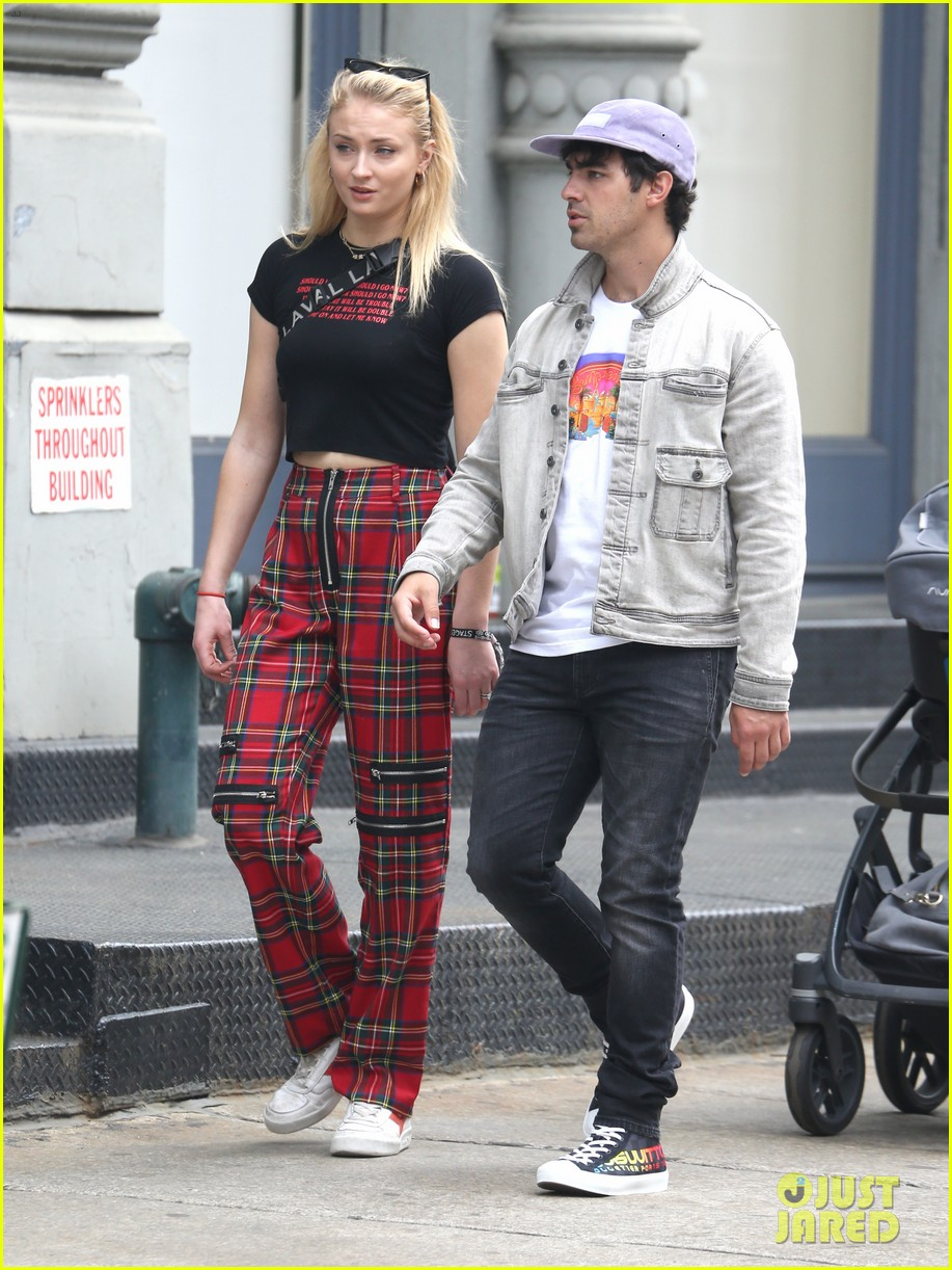 joe jonas and sophie turner step out in style in nyc 074076925