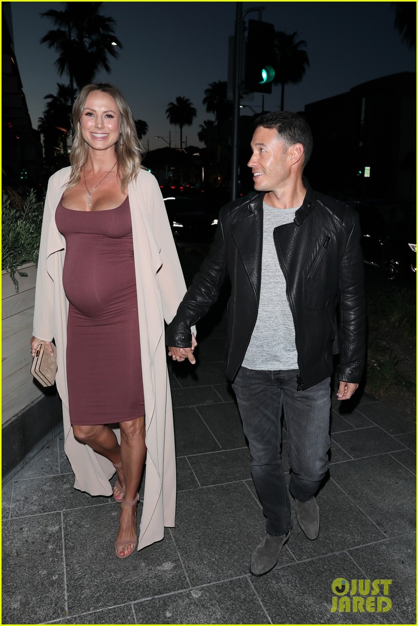 stacy keibler pregnant dinner jared pobre 034091211