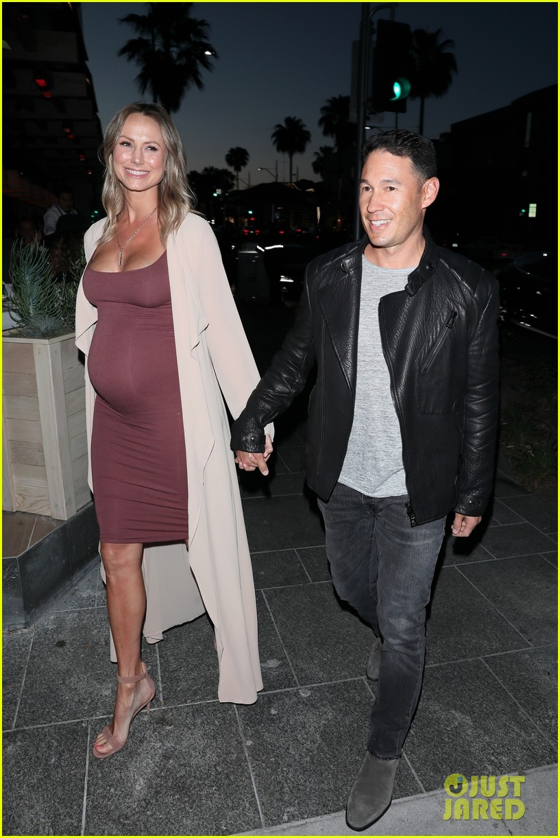 stacy keibler pregnant dinner jared pobre 114091219