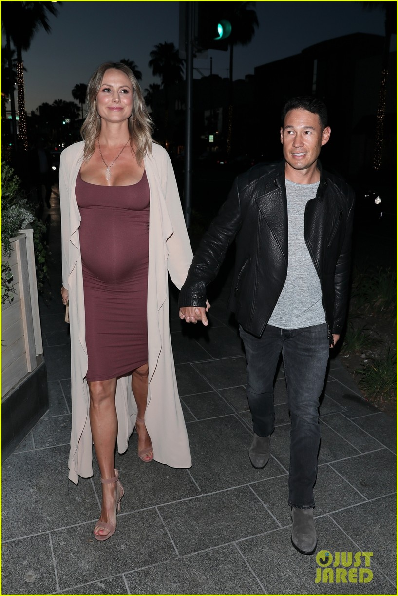 stacy keibler pregnant dinner jared pobre 144091222
