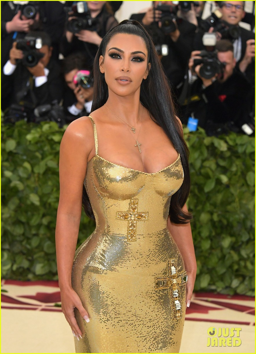 kim kardashians nails flown in by katy perry met gala 014079598