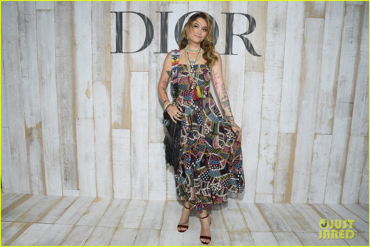 billie lourd and paris jackson get colorful at christian dior photo call 024091109