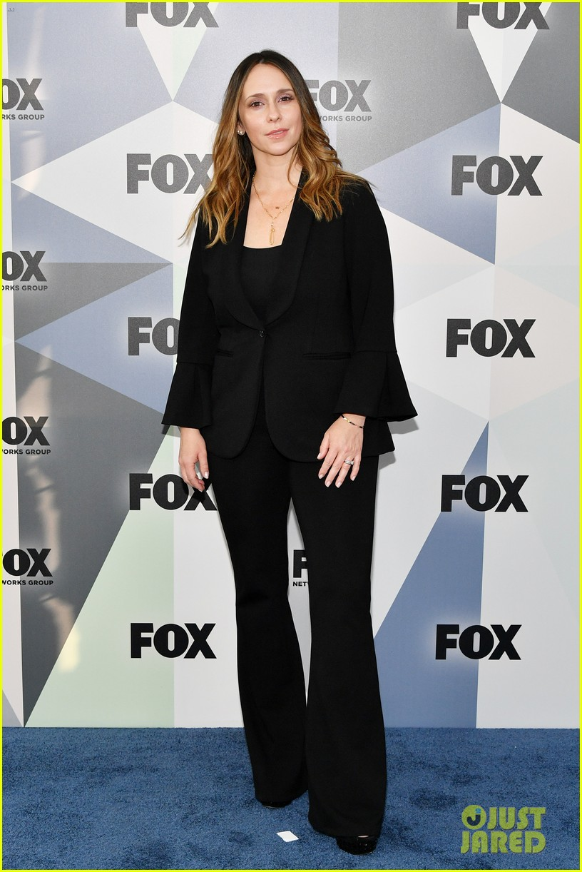 jennifer love hewitt apologizes for look on red carpet 034084139