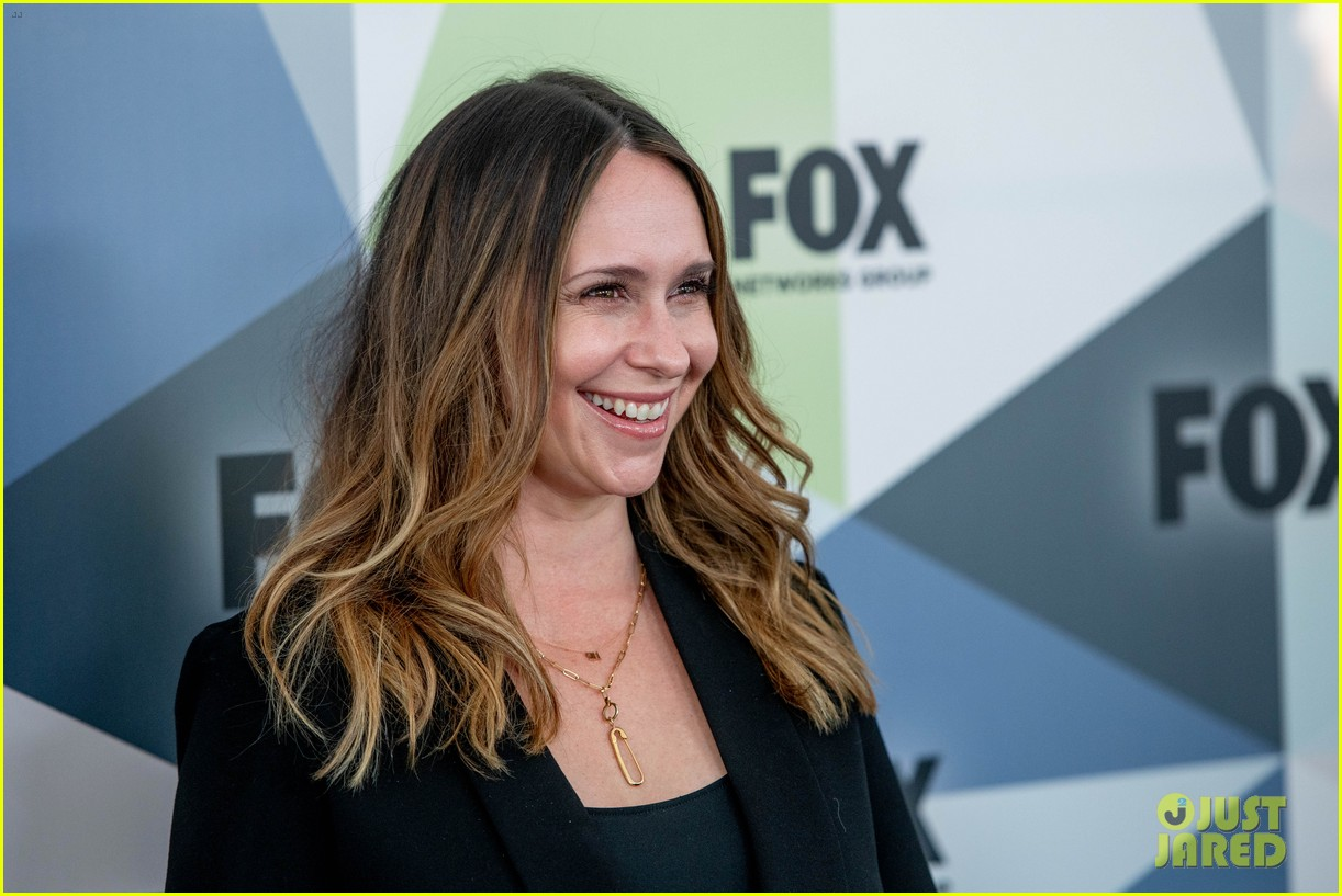 jennifer love hewitt apologizes for look on red carpet 064084142