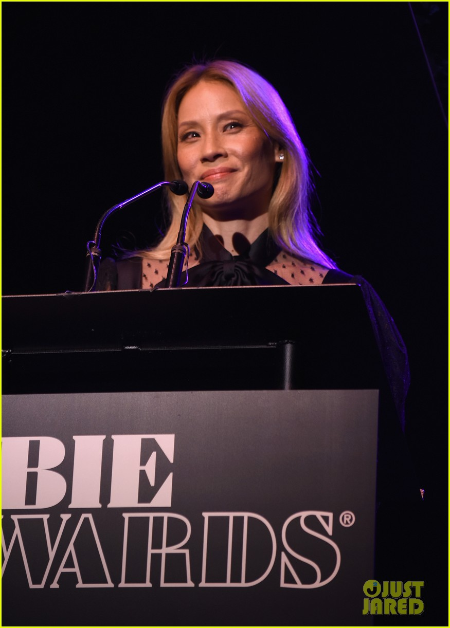 lucy lui debuts blonde hair at obie awards 024088713