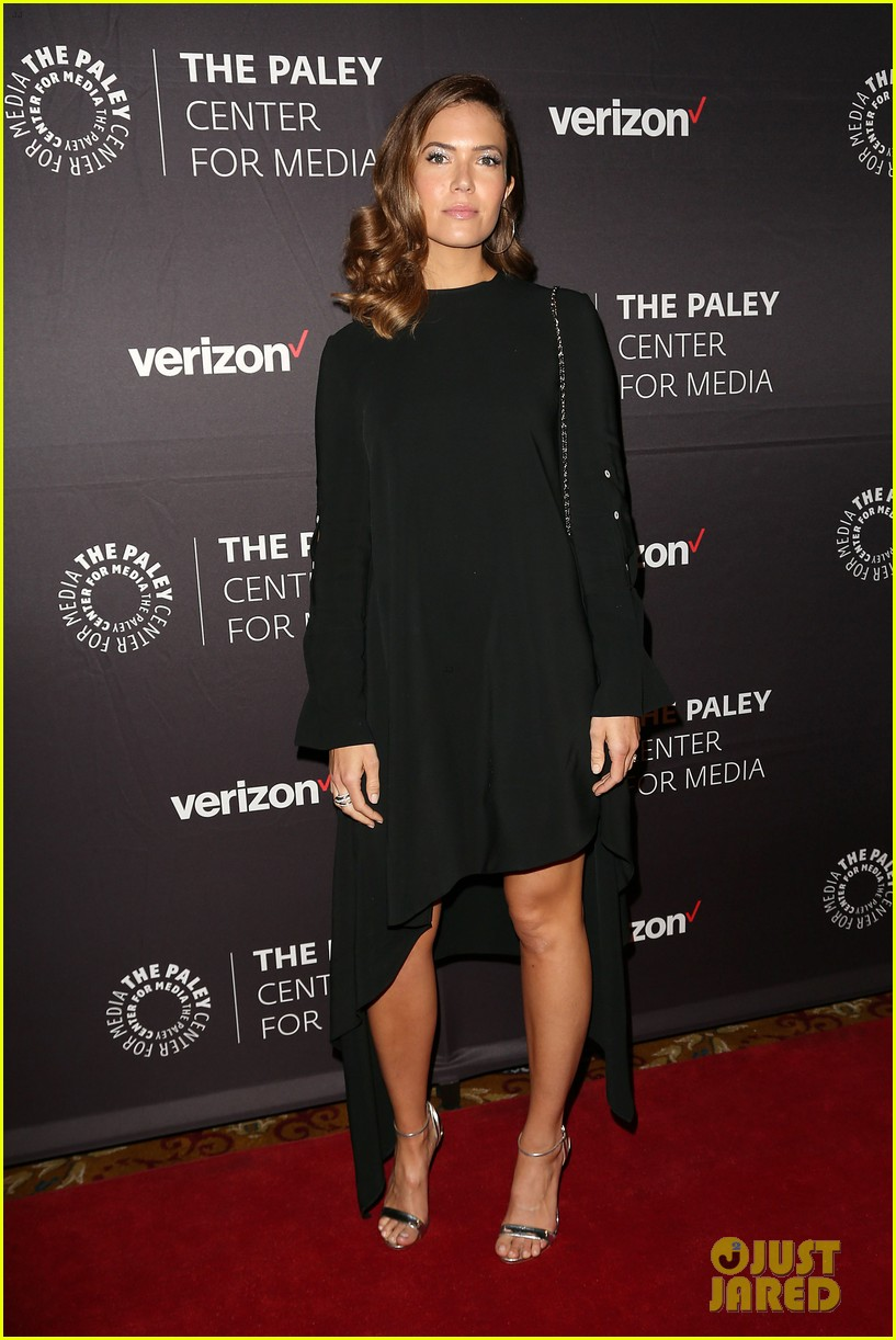 mandy moore connie britton paley honors 154083940
