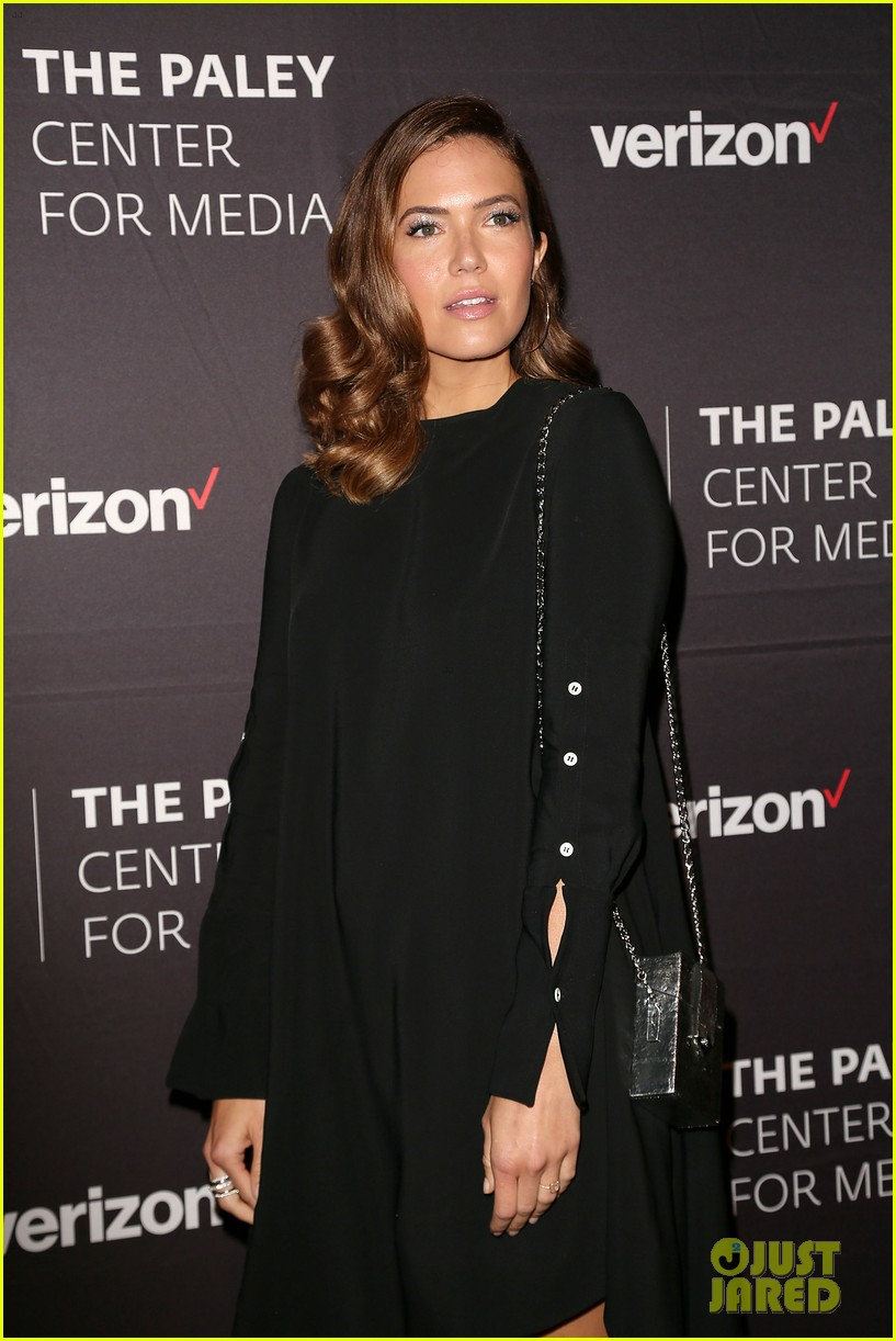 mandy moore connie britton paley honors 164083941