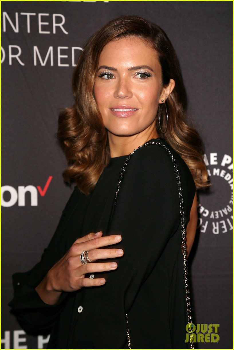mandy moore connie britton paley honors 174083942