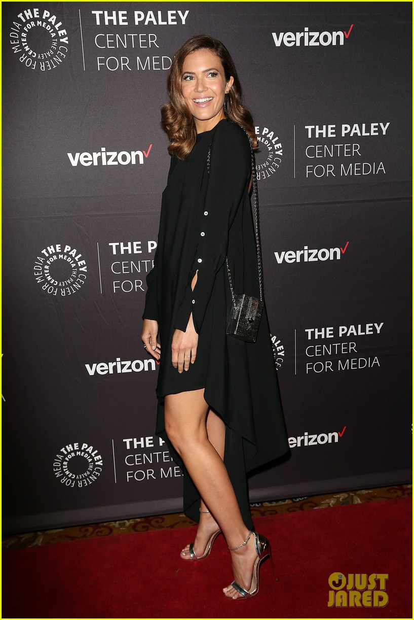 mandy moore connie britton paley honors 184083943