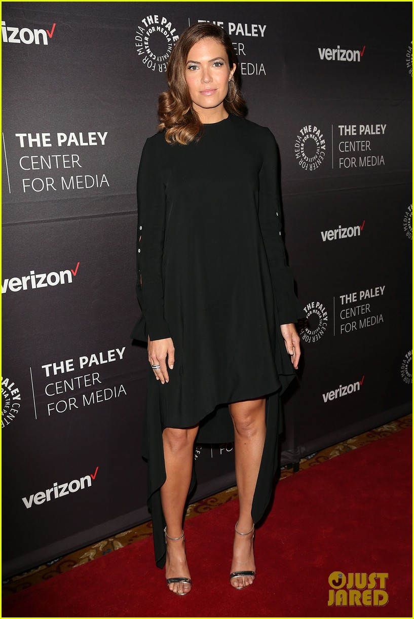 mandy moore connie britton paley honors 204083945