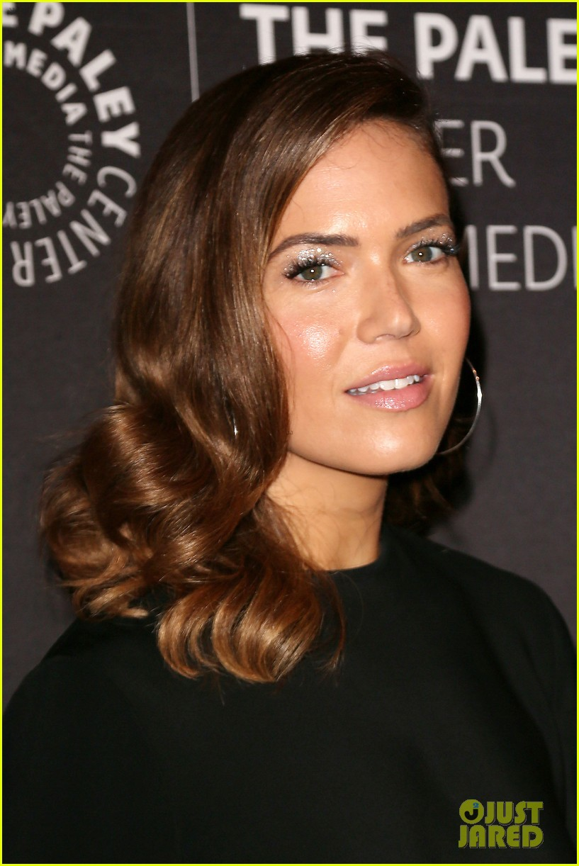 mandy moore connie britton paley honors 214083946