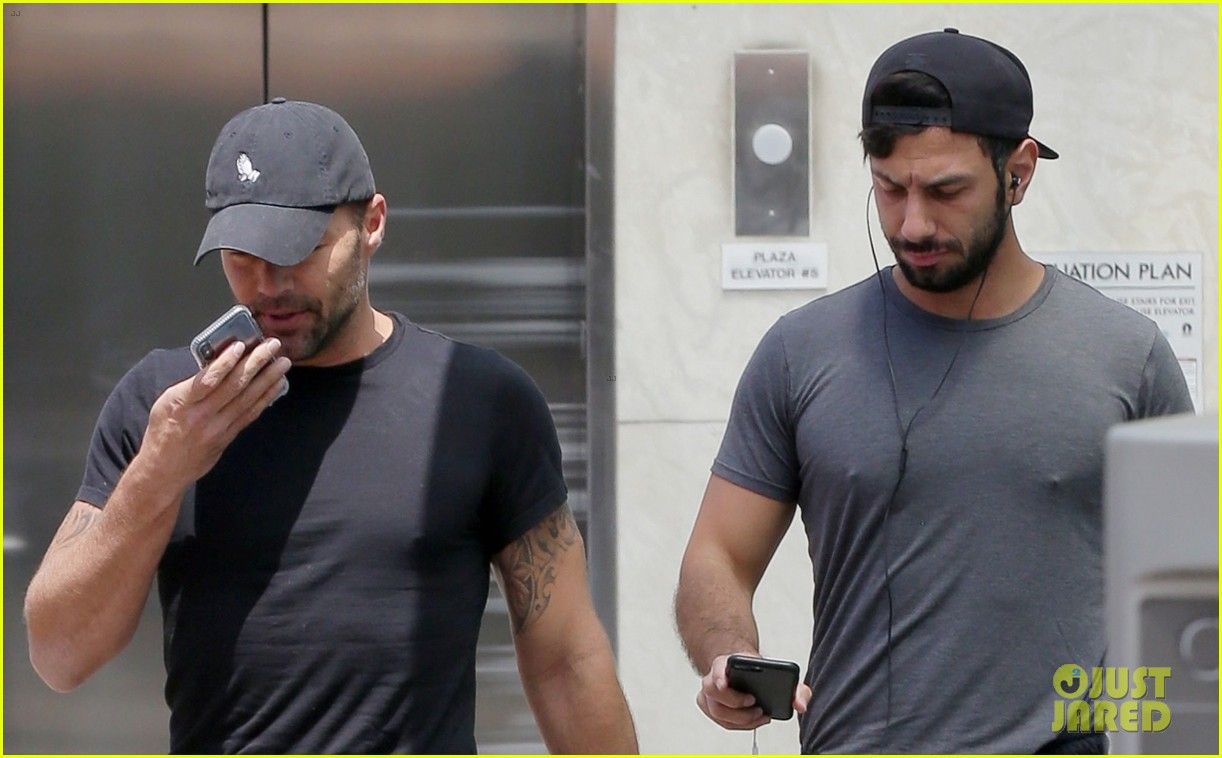 ricky martin and husband jwan yosef flaunt their muscles at the gym 024083057