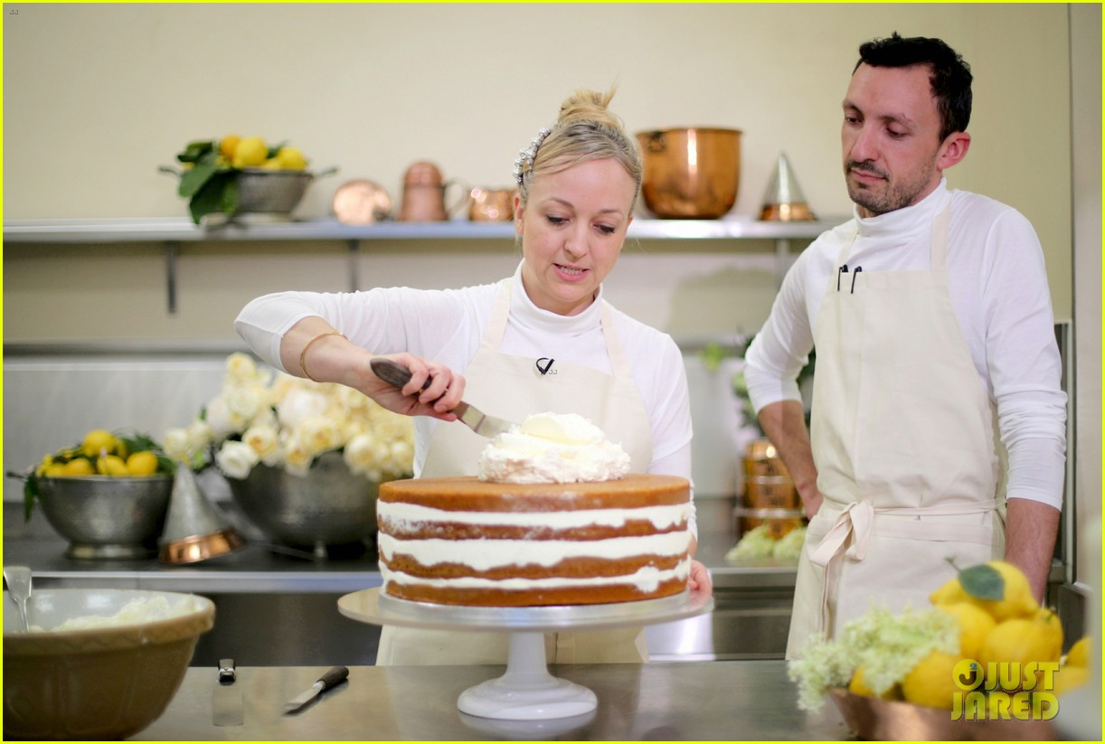 Prince Harry Meghan Markle S Wedding Cake See The Preparations
