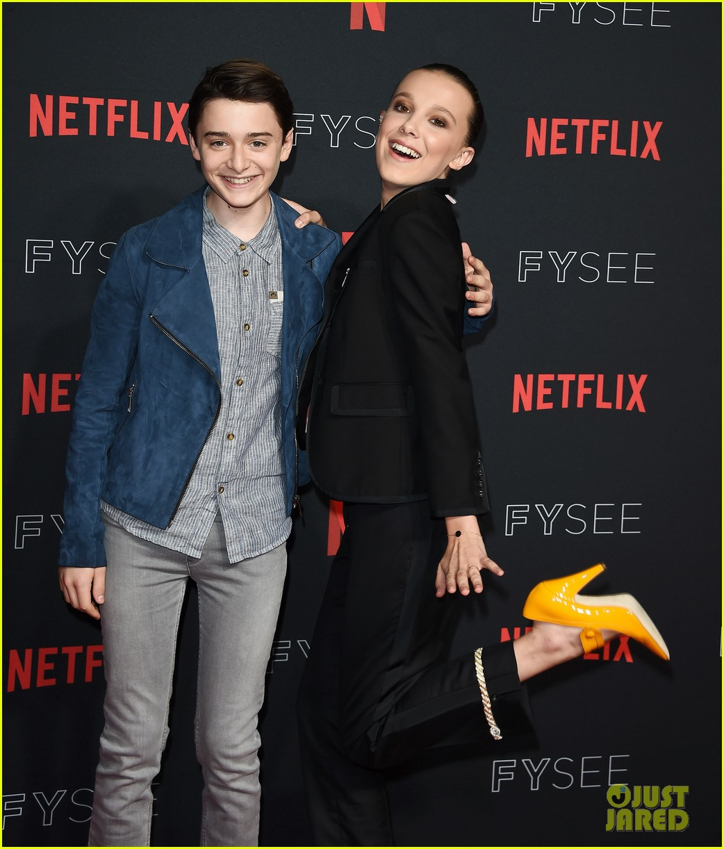 millie bobby brown naoh schnapp hold hands at stranger things panel 034087112
