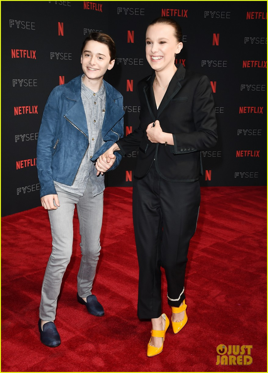millie bobby brown naoh schnapp hold hands at stranger things panel 054087114