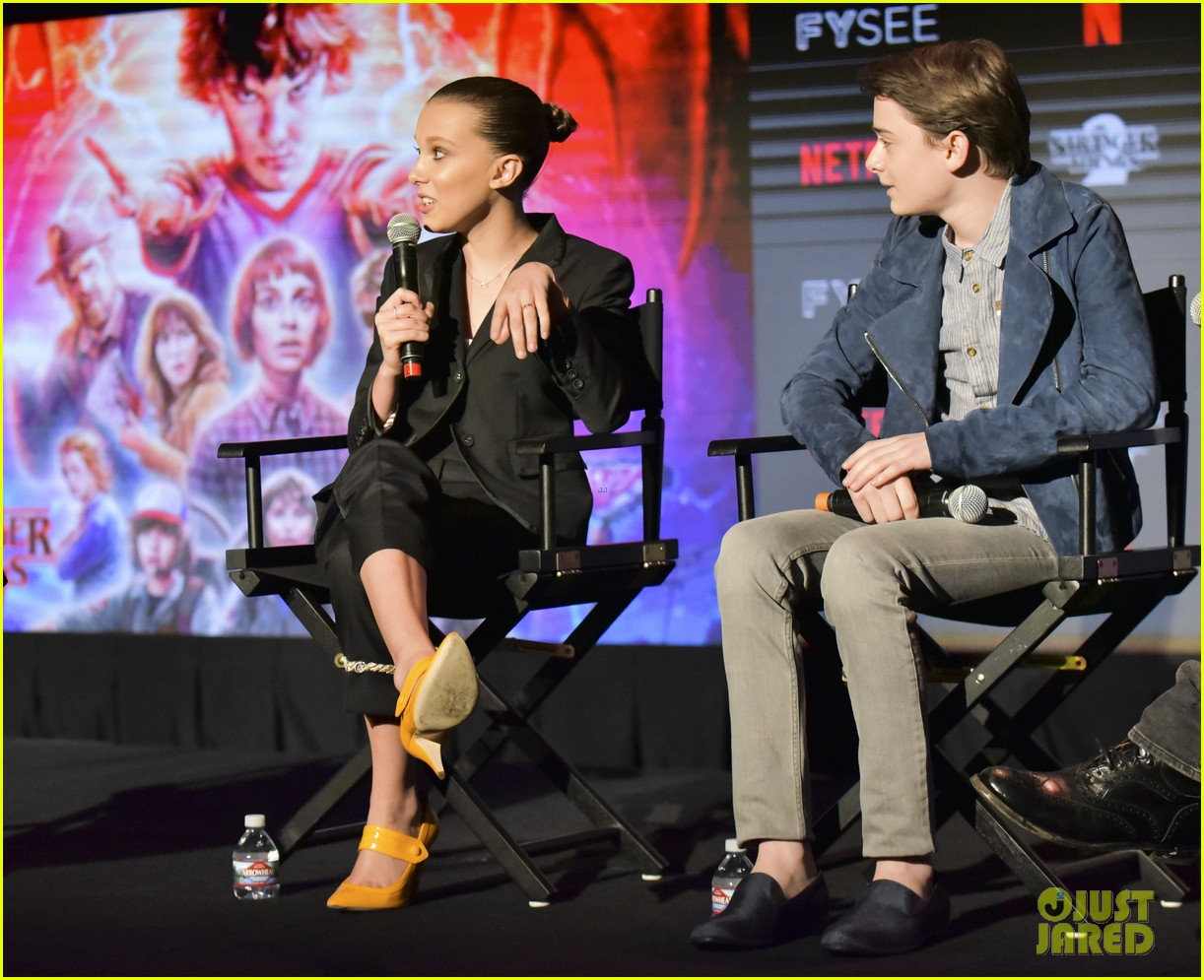 millie bobby brown naoh schnapp hold hands at stranger things panel 084087117