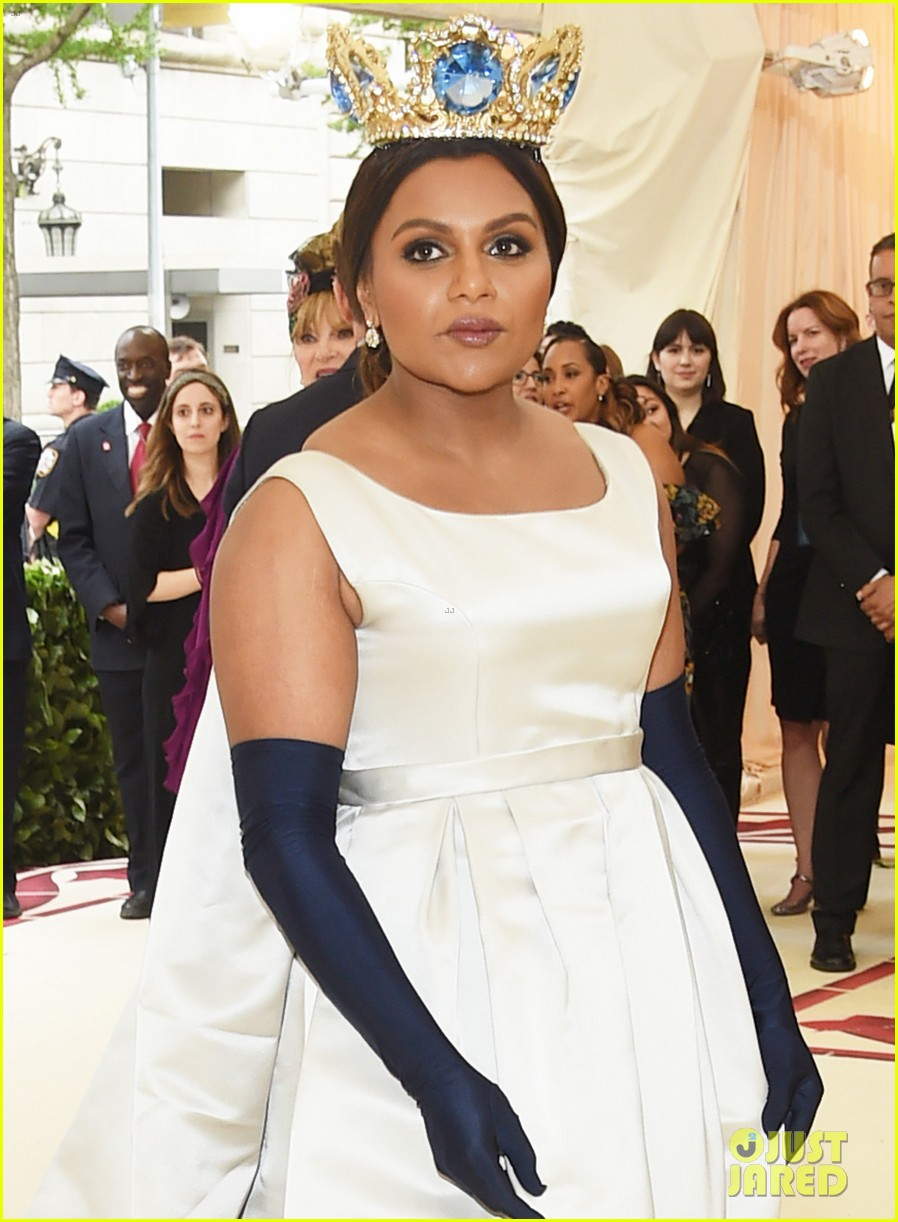 Mindy Kaling Is A Queen At The Met Gala 2018 Photo 4078543 2018 Met Gala Met Gala Mindy Kaling Pictures Just Jared