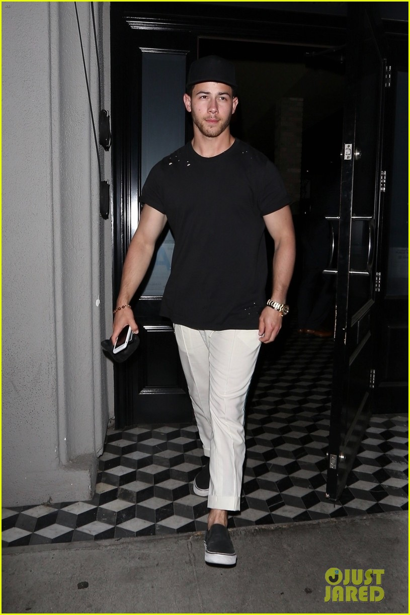 nick jonas shows off bicep muscles friday night 034077711