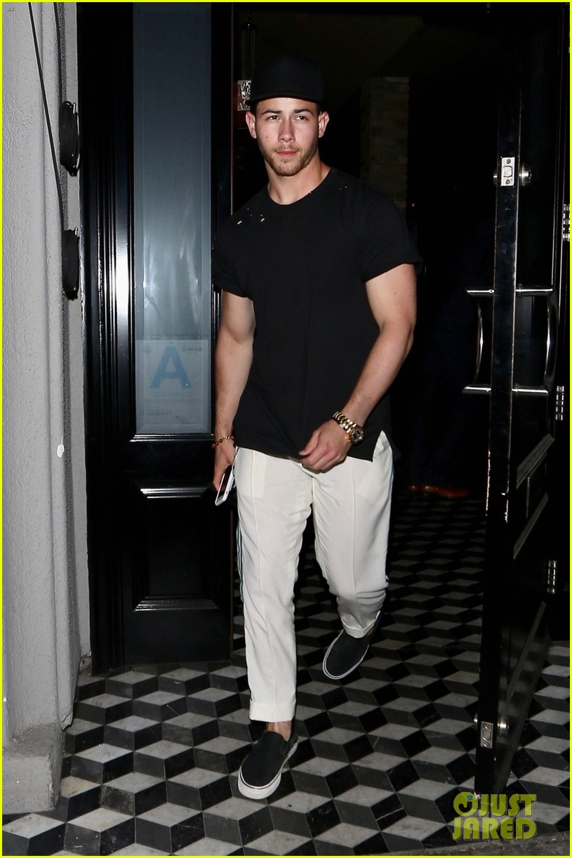 nick jonas shows off bicep muscles friday night 054077713