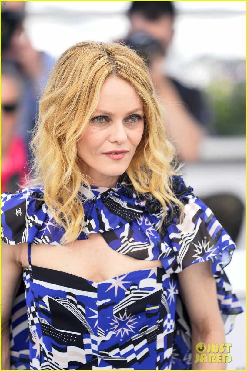 vanessa paradis joins her knife heart cast at cannes festival photo call 024085543
