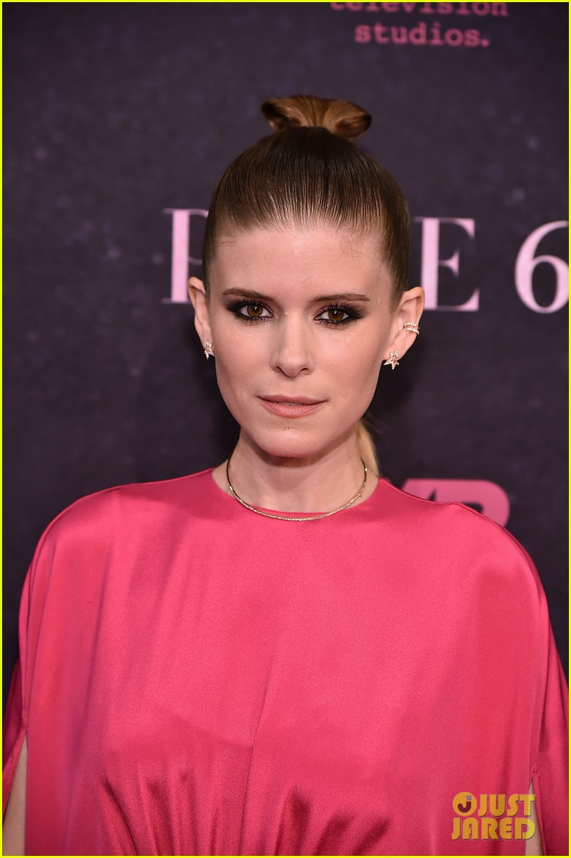 kate mara evan peters pose premiere 094085413