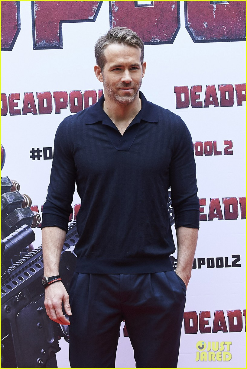 josh brolin admits he has crush on deadpool 2 co star ryan reynolds 254077946