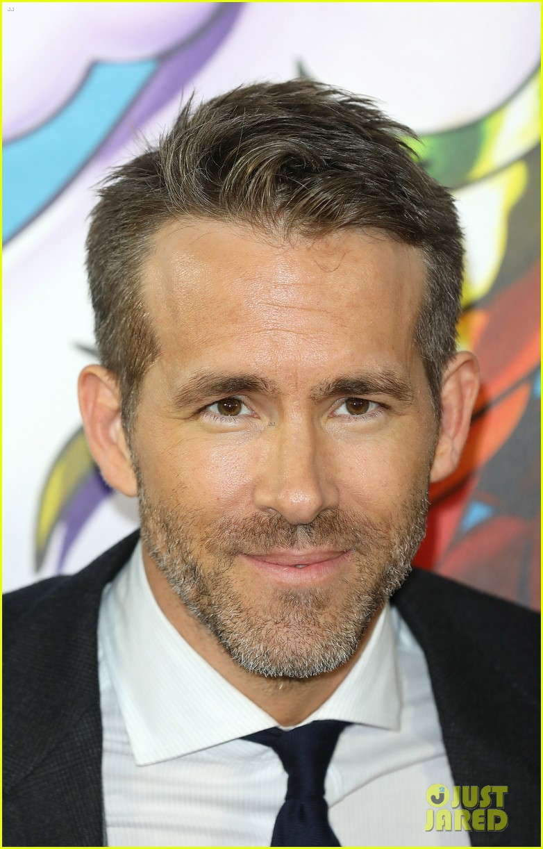 ryan reynolds suits up for deadpool 2 photocall and fan screening 034080665
