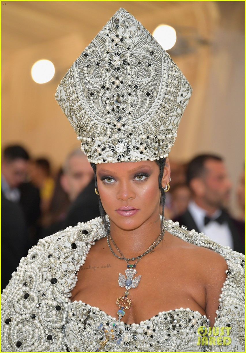 Rihanna Channels The Pope At Met Gala 2018 Photo 4078469