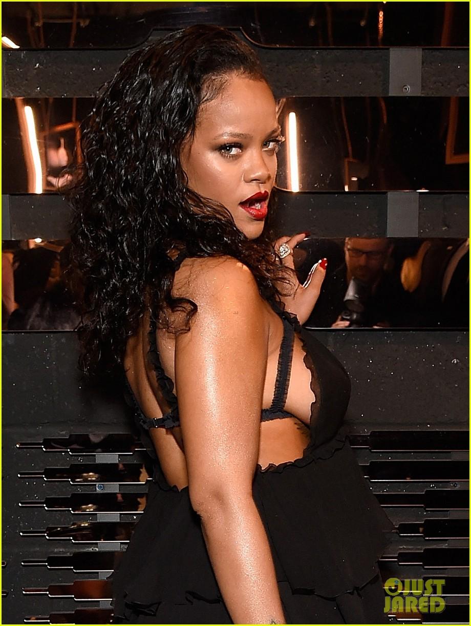 8841d74befbb93 Rihanna Unveils Her Savage X Fenty Lingerie Line!  Photo 4080800 ...