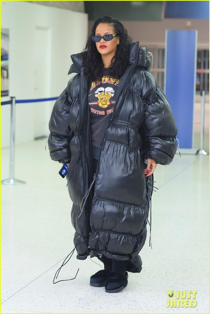 Rihanna Unveils Her Sa...