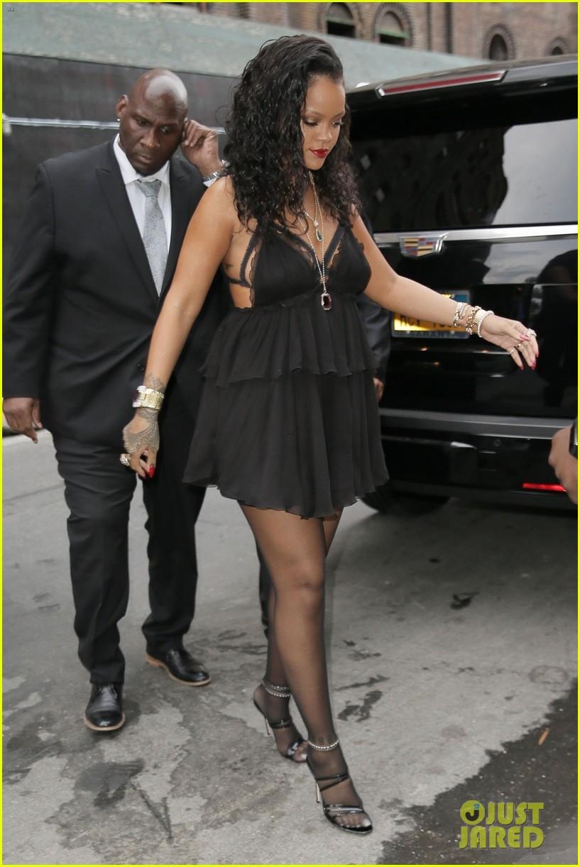 3675f904466862 Rihanna Unveils Her Savage X Fenty Lingerie Line!  Photo 4080804 ...