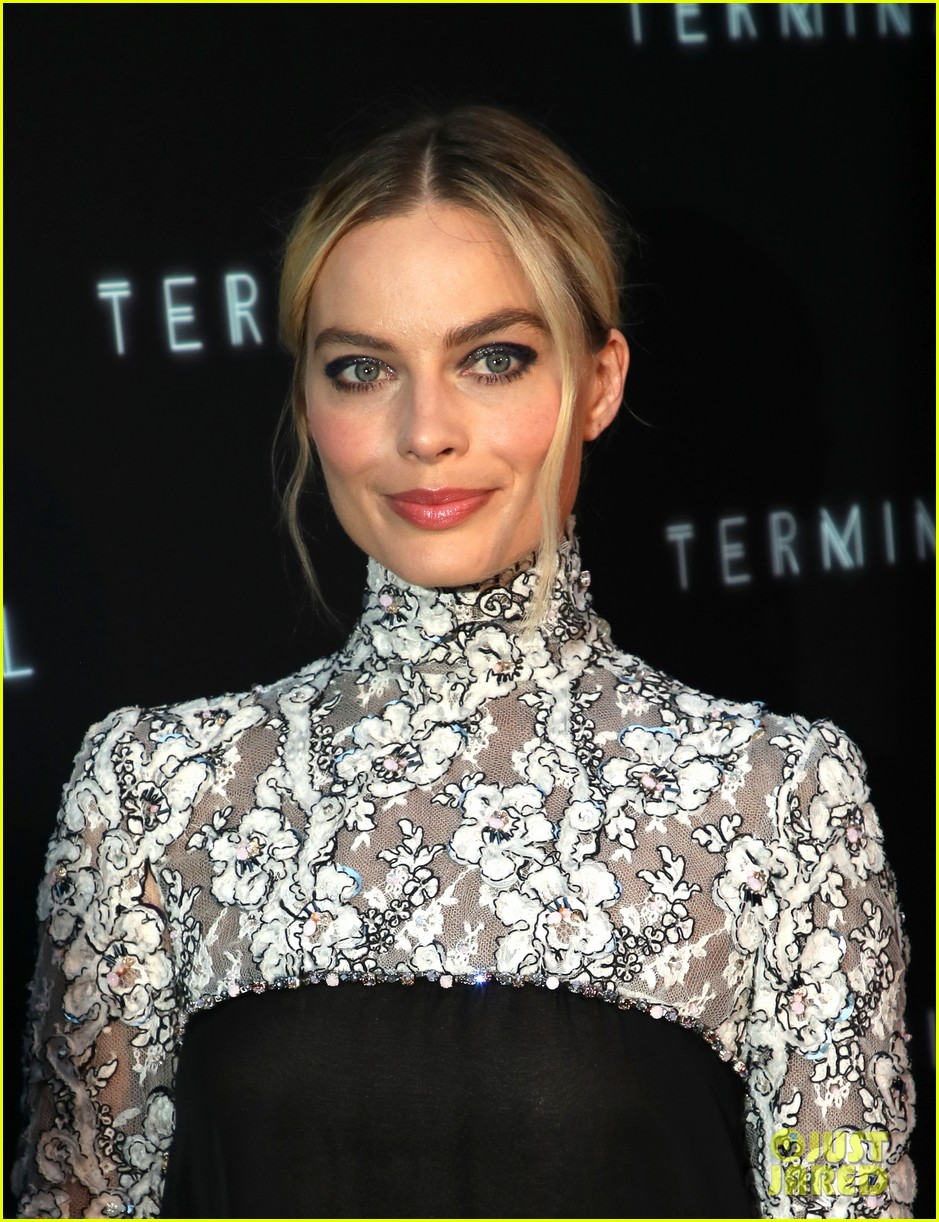 margot robbie mike myers premiere terminal in hollywood 054079784
