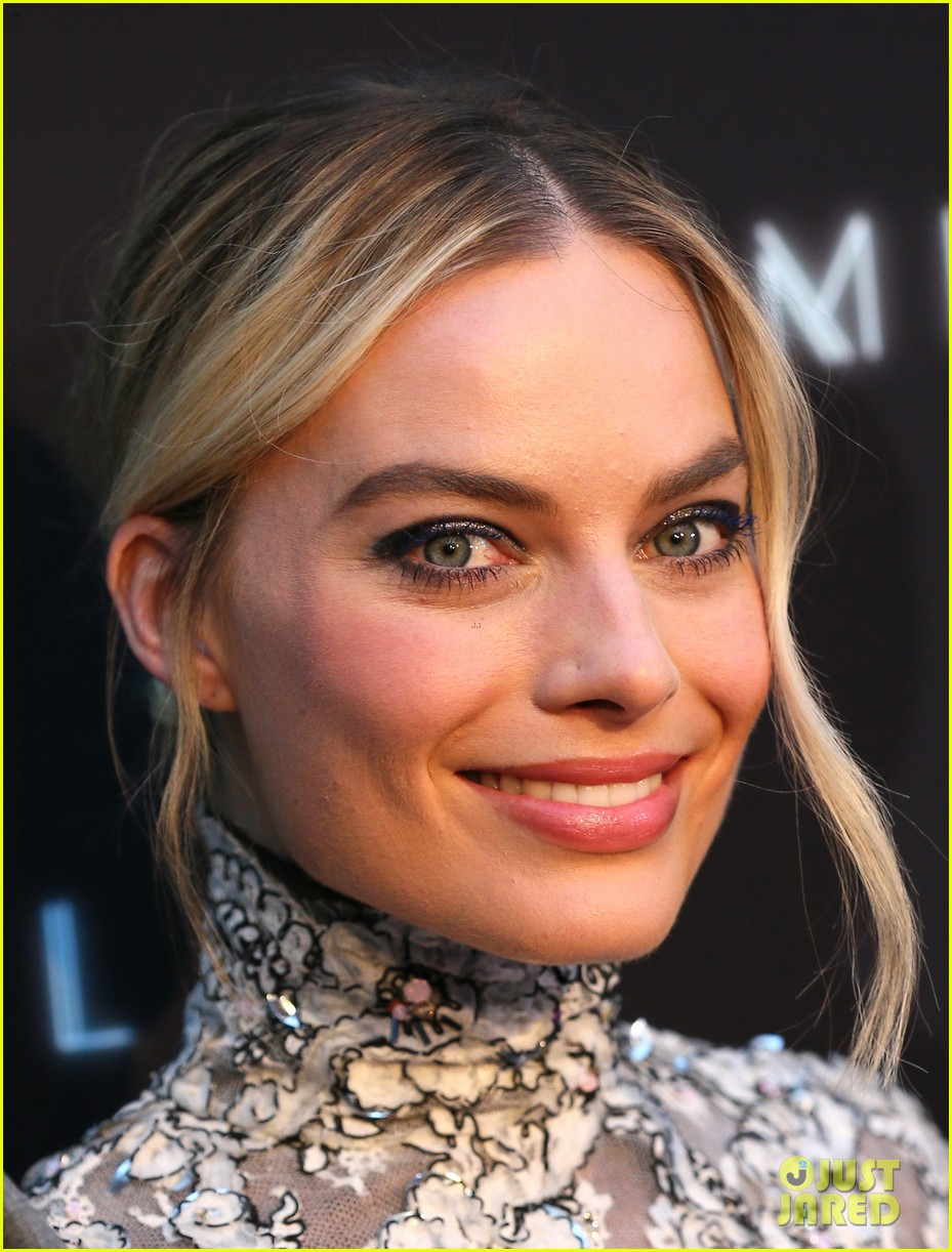 margot robbie mike myers premiere terminal in hollywood 094079788