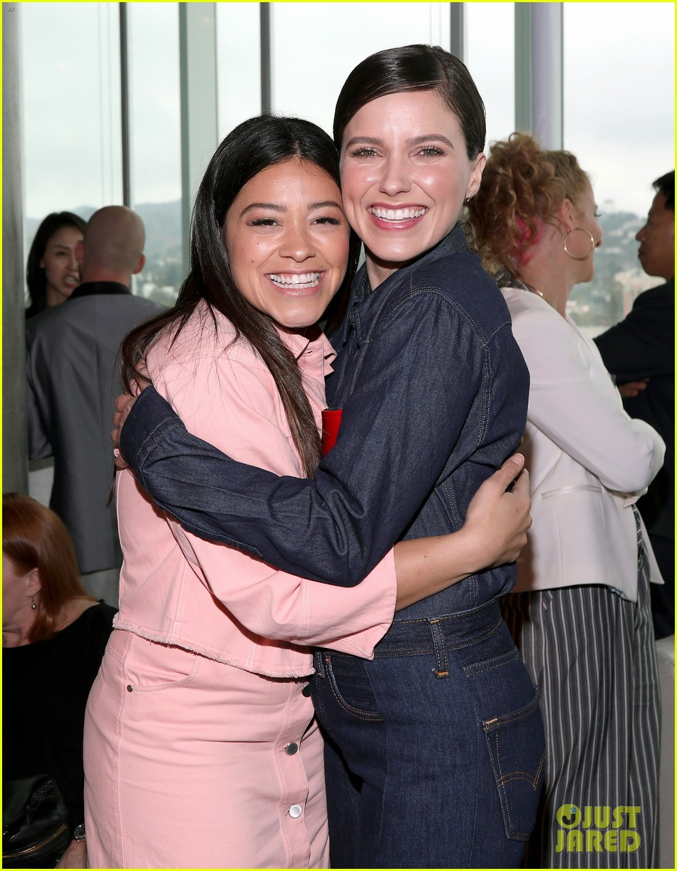 gina rodriguez and sophia bush share a hug at ciroc empowered womens brunch 024090143