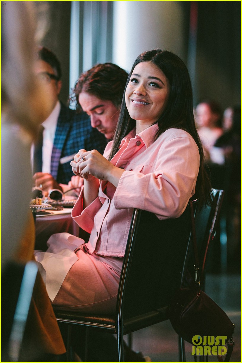 gina rodriguez and sophia bush share a hug at ciroc empowered womens brunch 034090144