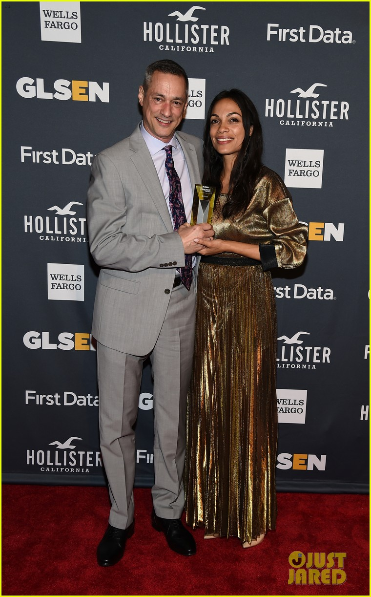 rosario dawson gets honored at glsen respect awards 05