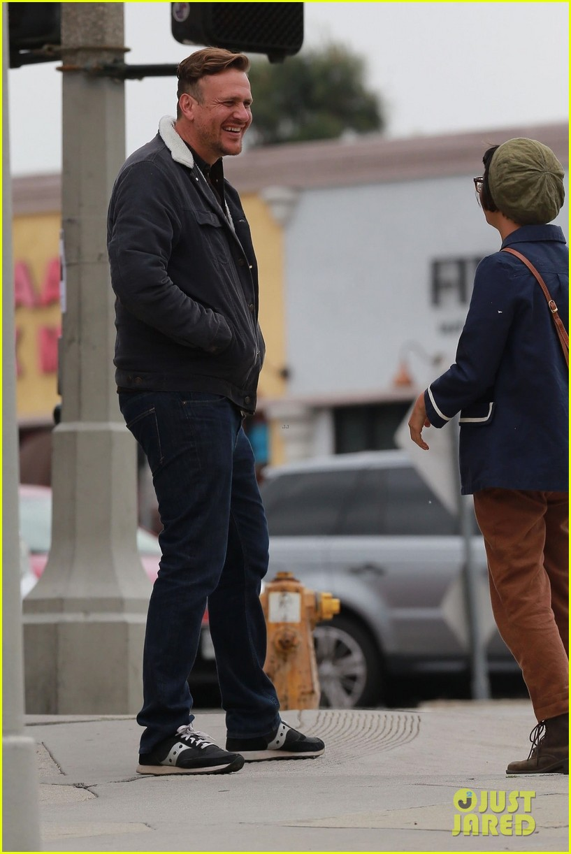 jason segel runs into knocked up costar charlyne yi in los feliz 09