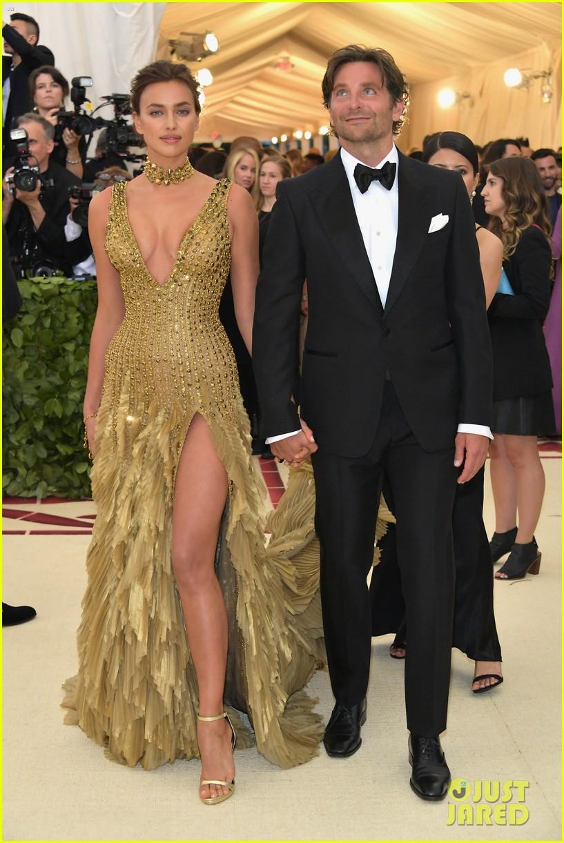 Bradley Cooper Irina Shayk Hold Hands In Rare Red Carpet Appearance At Met Gala 2018 Photo 4078881 2018 Met Gala Bradley Cooper Irina Shayk Met Gala Pictures Just Jared