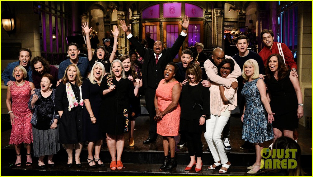 snl cast members joined by their moms during cold open 024081803