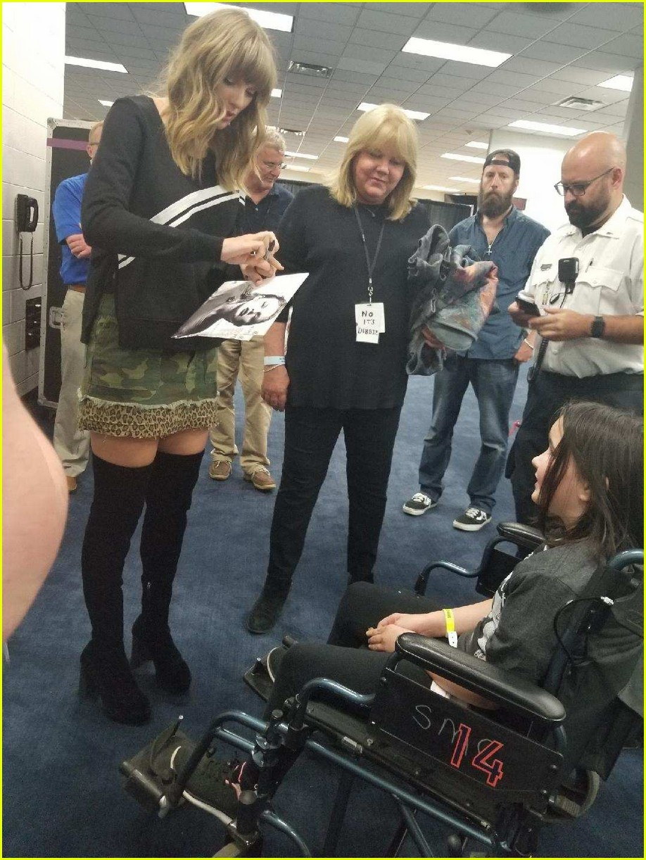 taylor swift meets fan backstage who fell ill during concert 014092415