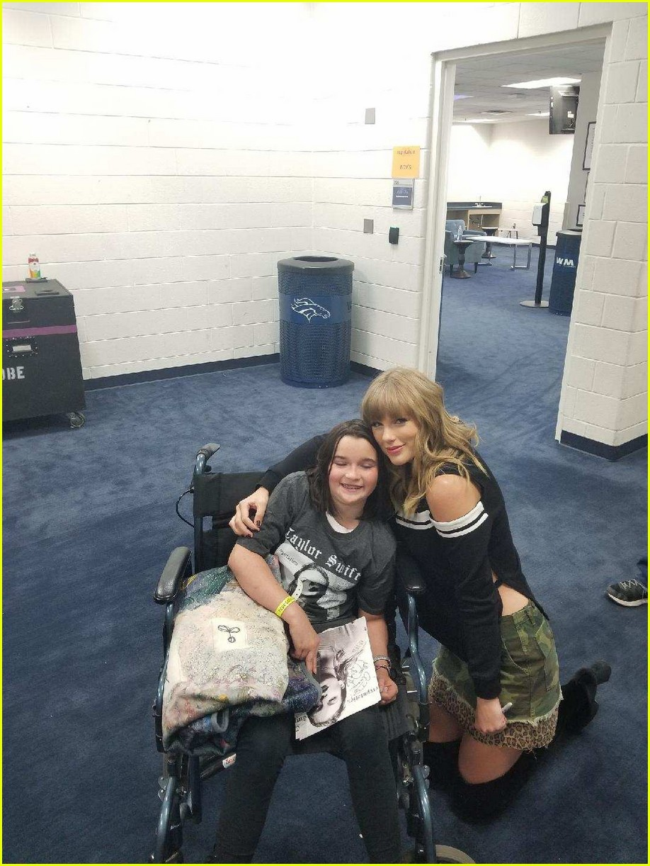 taylor swift meets fan backstage who fell ill during concert 024092416