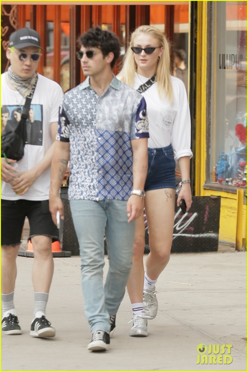 sophie turner rocks short shorts in nyc with joe jonas 054076591