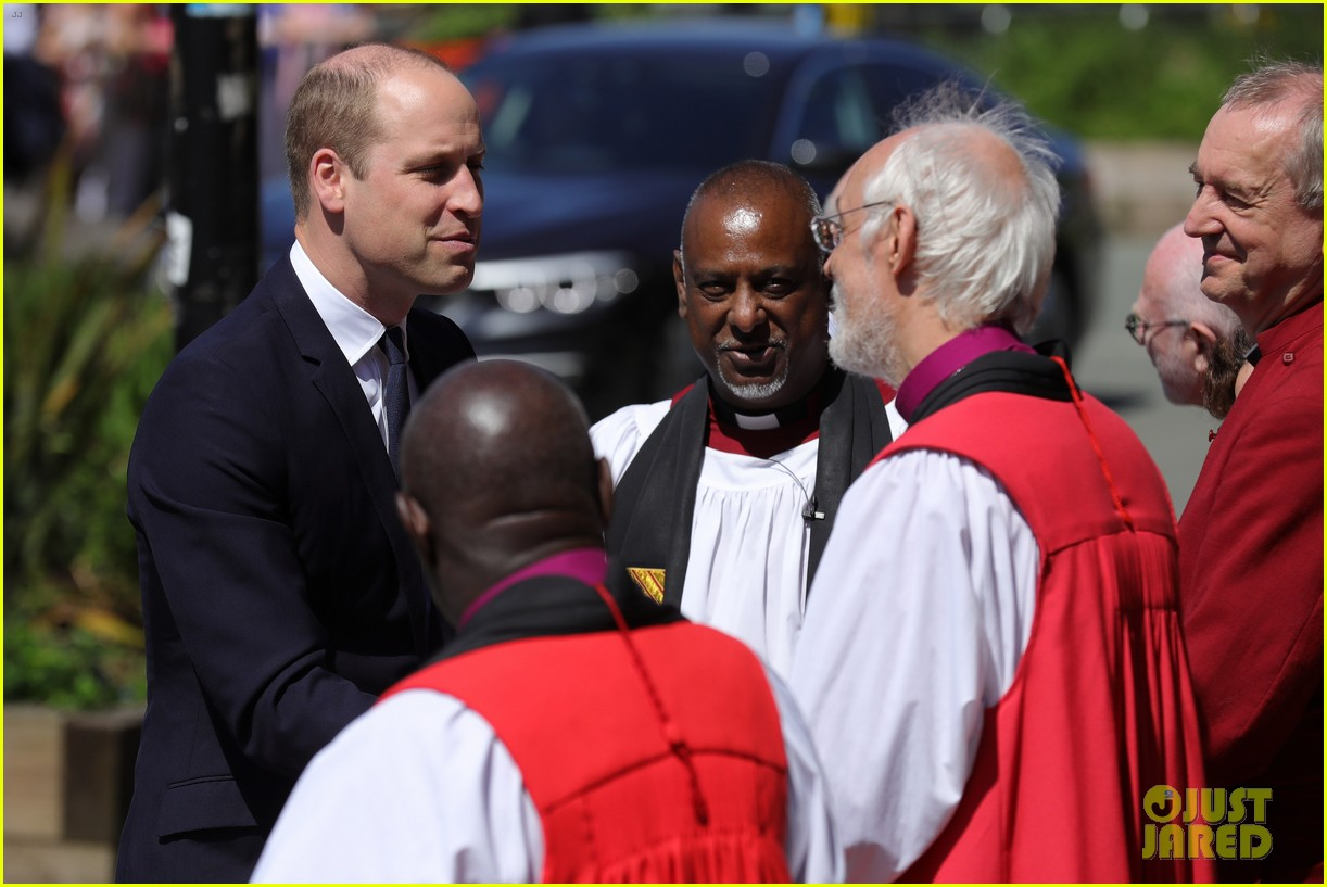 prince william honors manchester victims 024088913